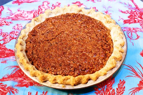 Pioneer Woman's pecan pie...will be making this for Christmas!