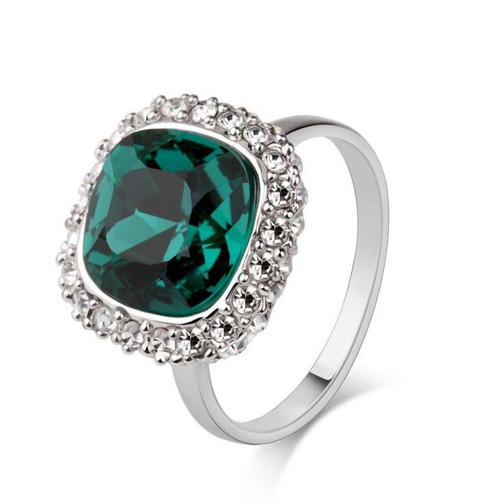 green gemstone ring circle of love