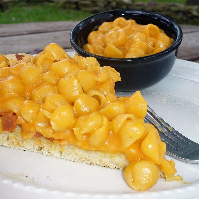 Vegan Mac & Cheese Pizza - sounds both amazing and terrible for my ...