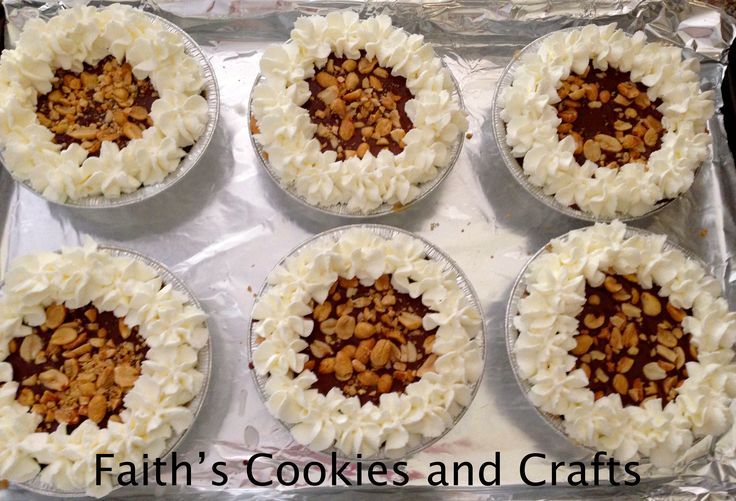 Mini chocolate and peanut butter pies | Yummy Desserts | Pinterest