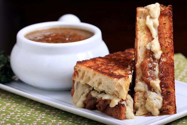 Vegan French Onion Soup Sandwiches!!! Go meta and dip 'em in the soup ...