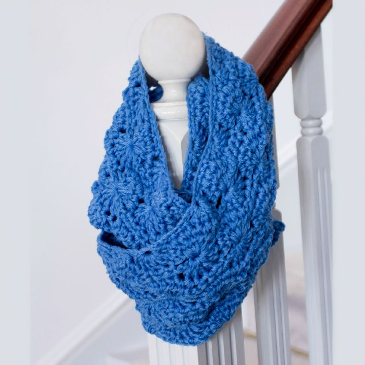 ... Gift ~ Infinity Scarf Pattern- lots of great patterns on her site