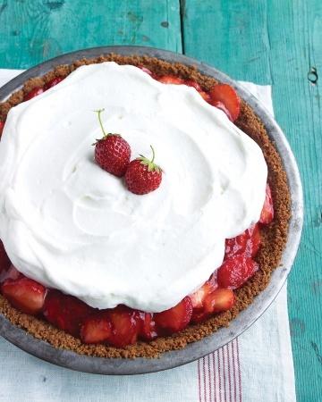 Strawberry Icebox Pie... graham cracker crust, strawberries in a glaze ...
