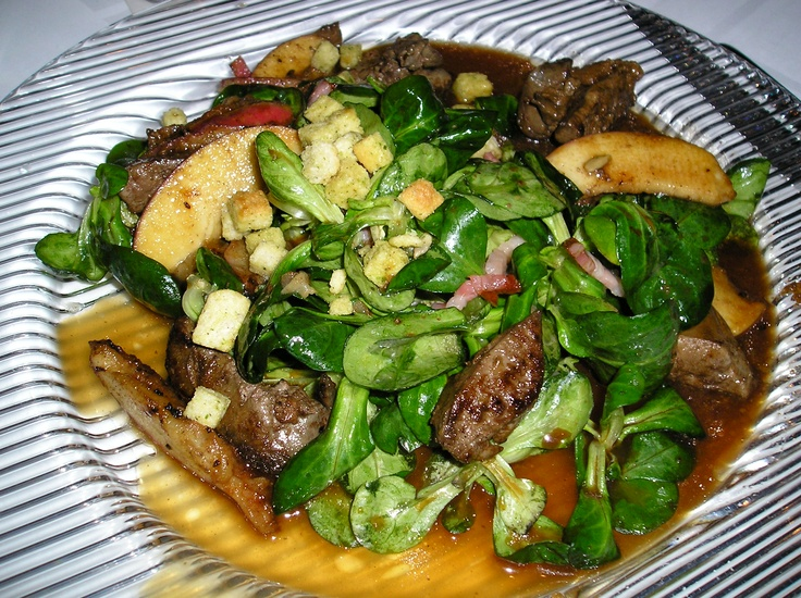 Salad with chicken livers, apples and pickled onions.