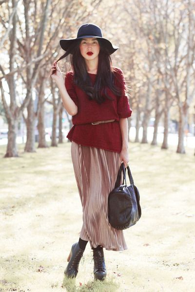 Over sized sweater with belt, over long skirt
