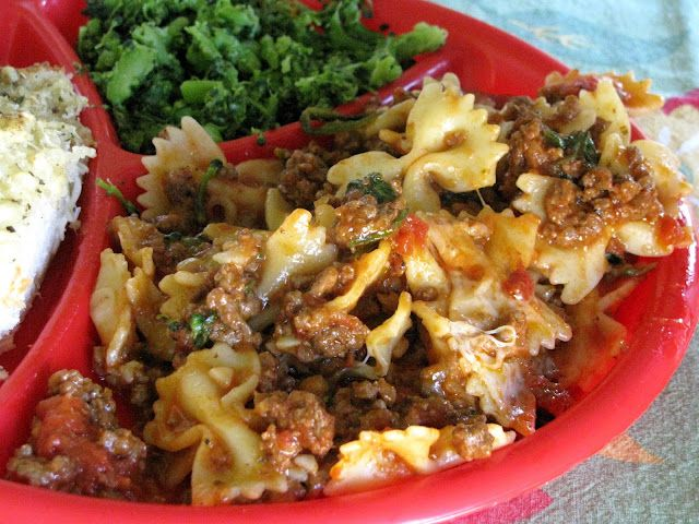Crock-pot Ravioli Casserole   1 1/2 lbs. lean ground beef  1 onion, chopped  1 clove garlic, minced  1 (15 oz.) can tomato sauce  1 can stewed tomatoes  1 tsp. oregano  1 tsp. Italian dressing...trying this soon!