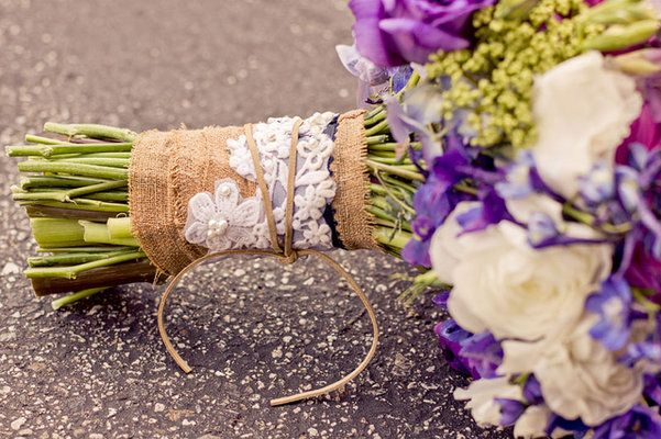 Burlap wrapped bridal bouquet (Photo by Hello Studios)