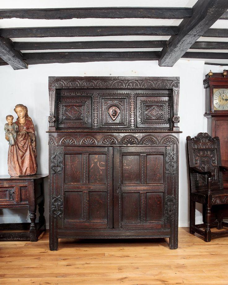 Мебель в средневековом стиле своими руками 46