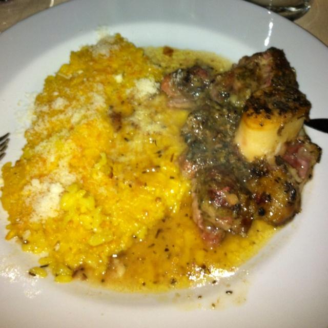 Osso buco alla milanese con riso giallo....