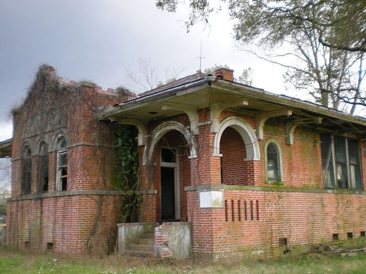 Elise Reuss Memorial School - abandoned brick school building - Iberville Parish, Louisiana... Amazing Architecture!!! This Has To Be SAVED!!!