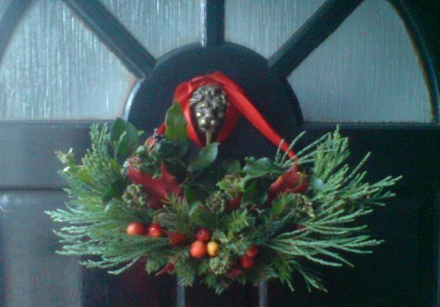 xmas wreath - crescent   Bouquets and floral arrangements   Pinterest