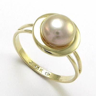 a simple pearl ring jewelry