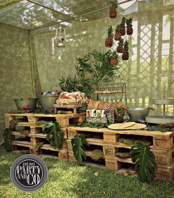 Jungle decor jungle safari party pinterest for Decoration jungle