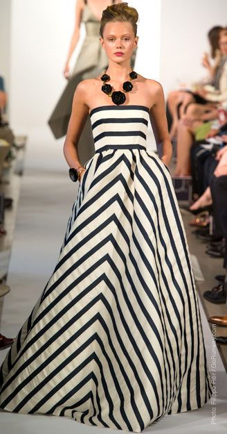 What's Black and White and gorgeous all over? Oscar de la Renta gown. Beauty.