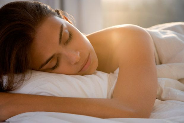 Dormir bem emagrece e alisa a pele