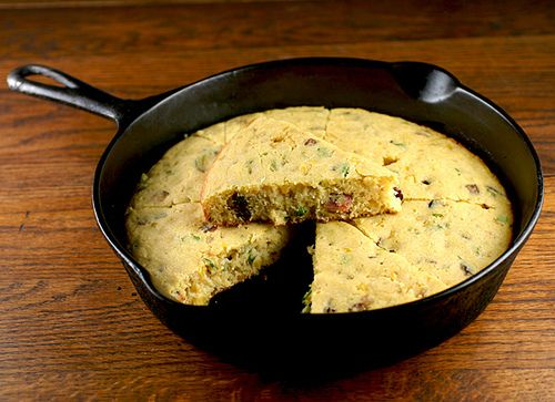 Bacon Cornbread -- if you're serving some amazing Texas Chili, you ...