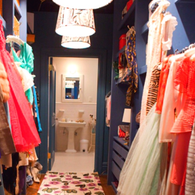 carrie bradshaw in her closet wwwimgkidcom the image
