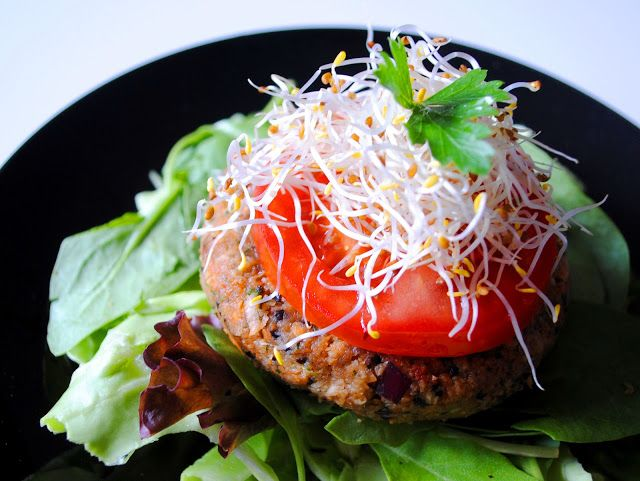 Raw Veggie Burger Delight *nut free* | RAW food recipes | Pinterest