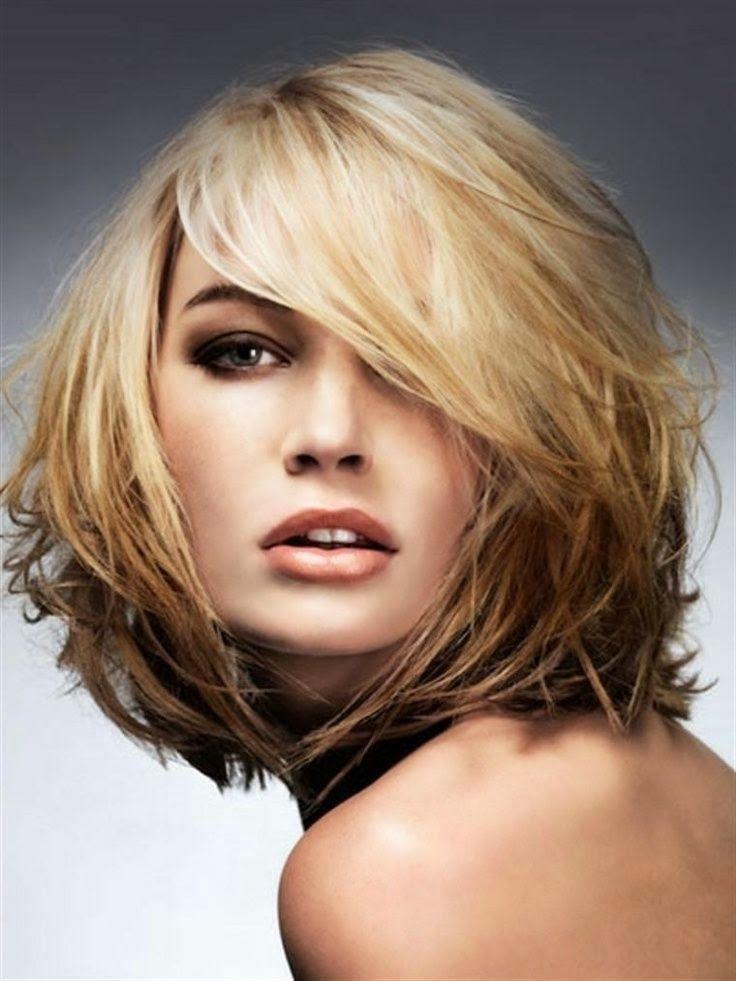 Belle coupe de cheveux mi long pour femme
