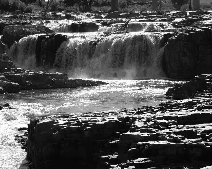Black and white falls | Waterfalls | Pinterest: pinterest.com/pin/519462138241136565
