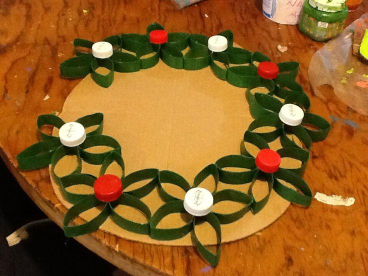 Corona navide a con rollos de papel manualidades pinterest - Manualidades con papel navidenas ...