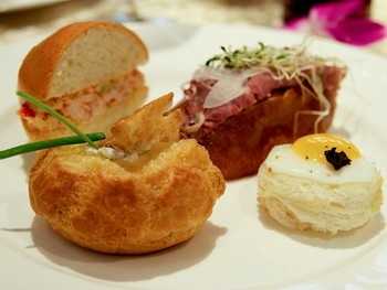 "The ""Texas Tea"" option at the Four Seasons: Lobster salad slider ..."