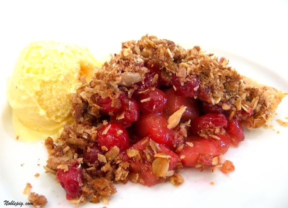 Pear-Cranberry Pie with Oatmeal Streusel | yum | Pinterest