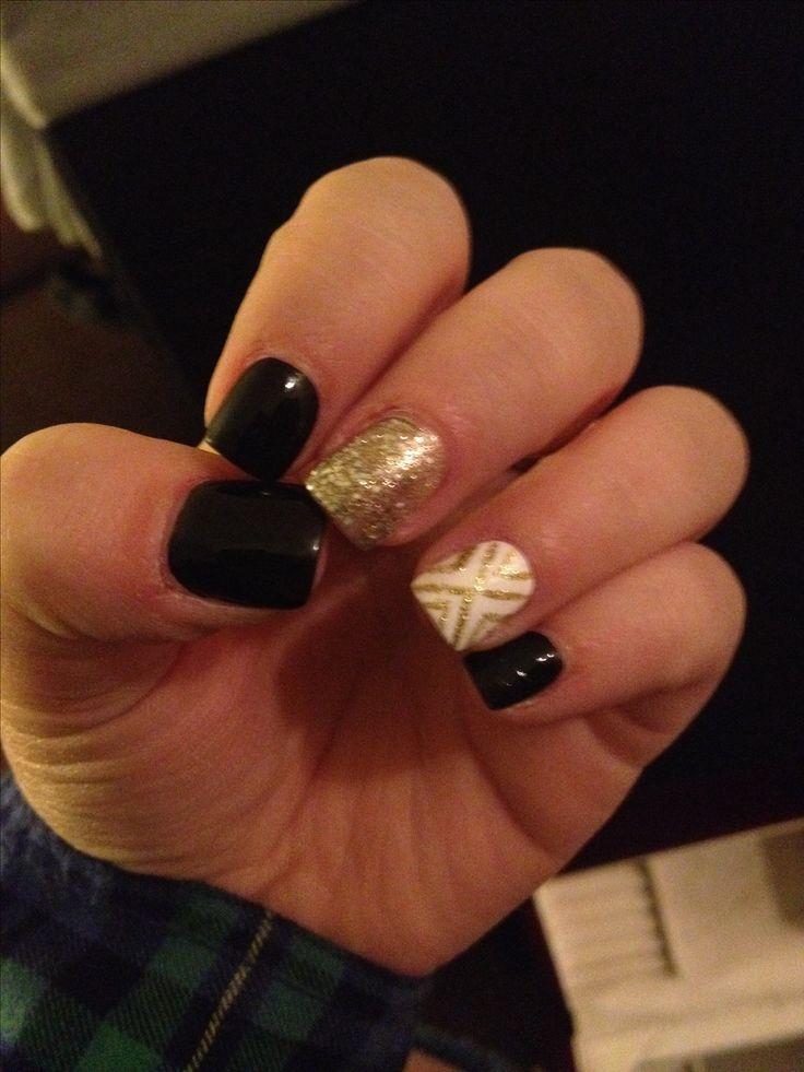 Black & gold acrylic nails. | Nails | Pinterest