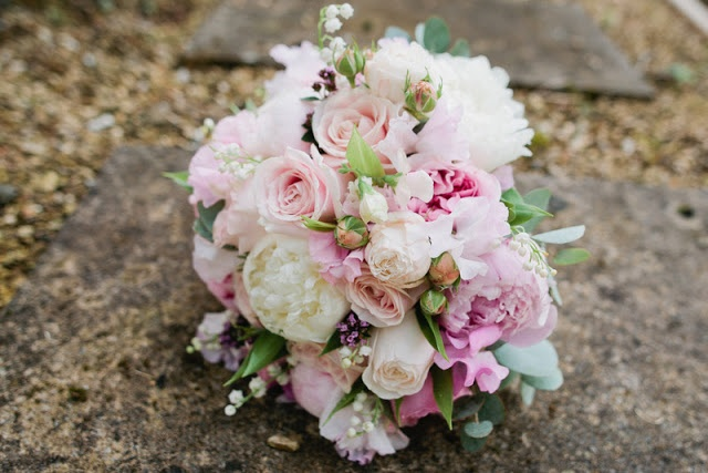 peonies sweet peas and roses wedding flowers bouquets table ide