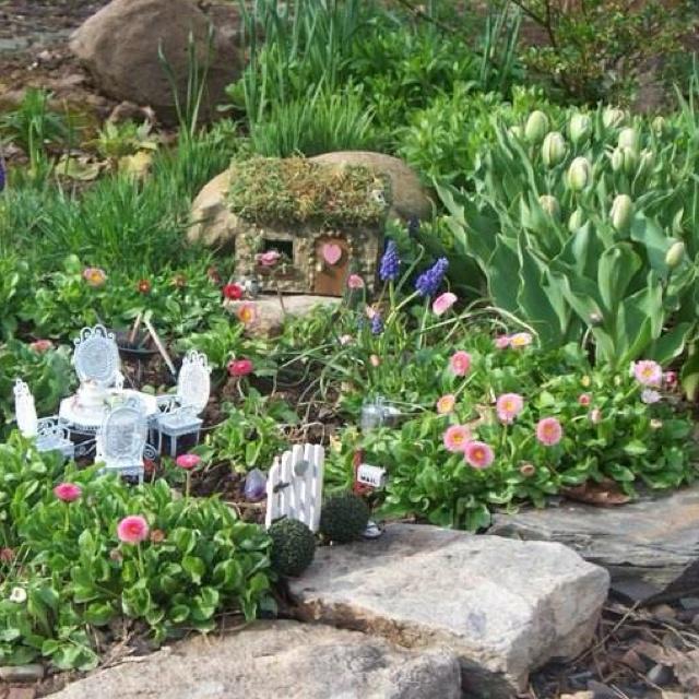 Cute garden ideas pinterest photograph cute little house i for Little flower garden ideas