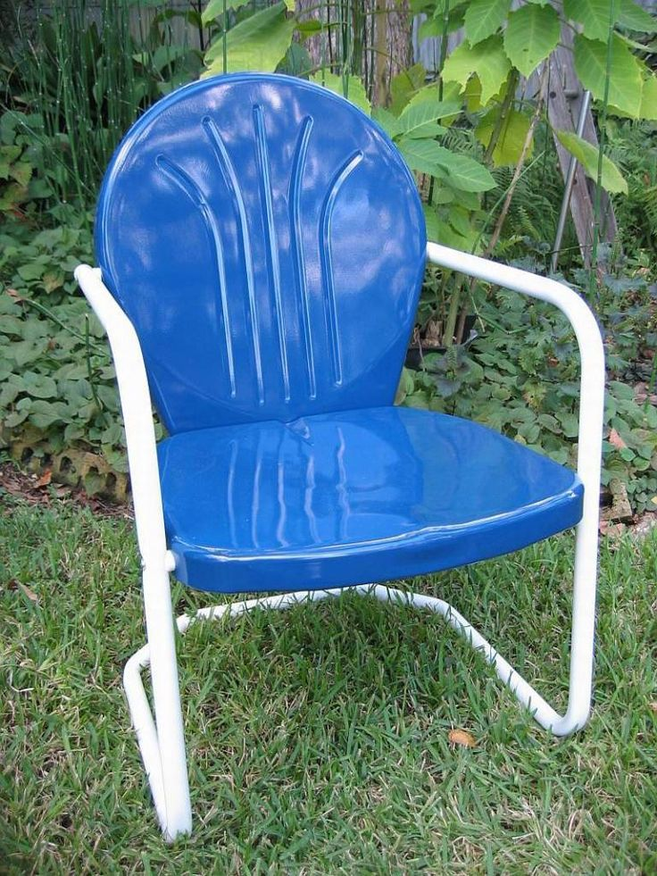 Retro lawn chair something in blue pinterest for Outdoor furniture vintage