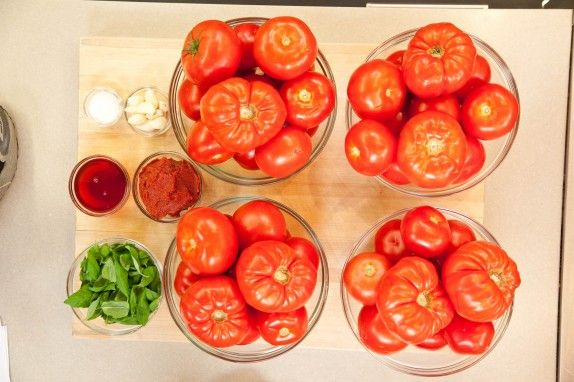How to Make Big-Batch Summer Tomato Sauce