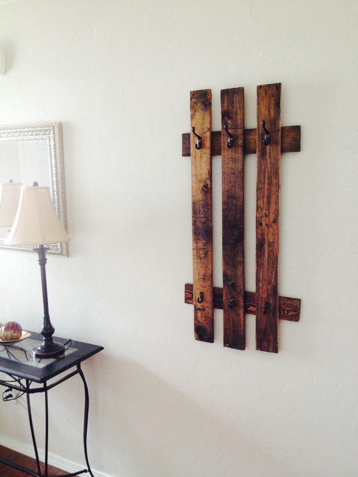 Diy pallet coat rack for the home decor pinterest - Range chaussures mural ikea ...