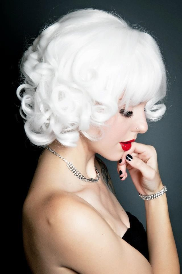 Omg! Snow White, Love this color.  To bad it's a wig.