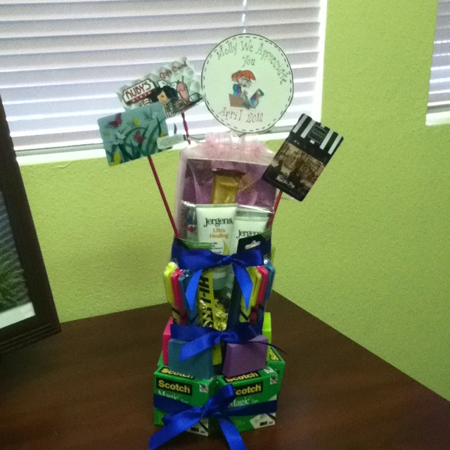 Administrative professionals day prezzies pinterest for Gift ideas for assistants