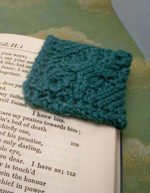 Cable Knit Corner Bookmark PDF Knitting Pattern