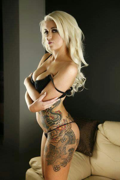 seksualnie-blondinki-s-tatuirovkami