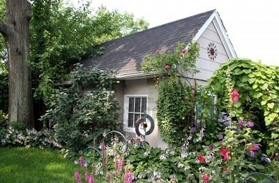 Small cottage in beautiful garden cottage life Pinterest