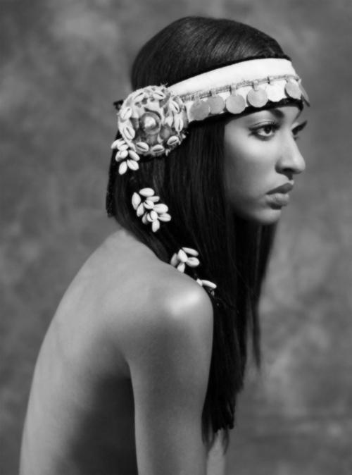 She looks like an Egyptian goddess