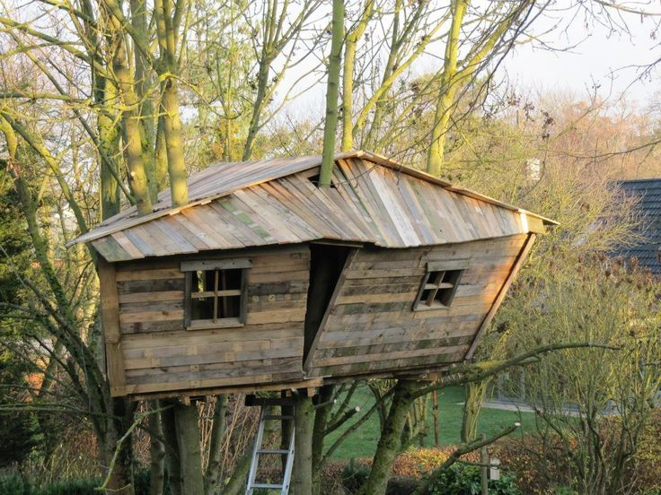 Pallet Tree House Plans Awesome treehouse made from