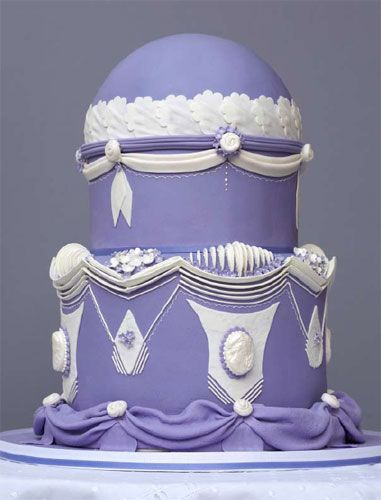 Victorian style cameo & garland cake - in lavender & white--gorge!