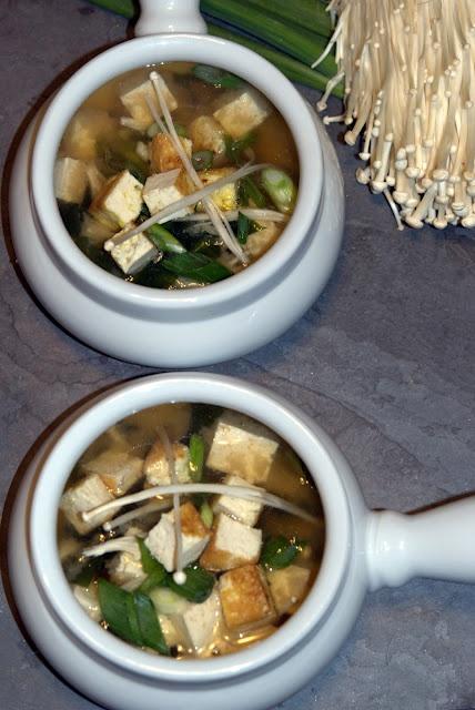 Miso soup with enoki mushrooms and tofu | I love food | Pinterest