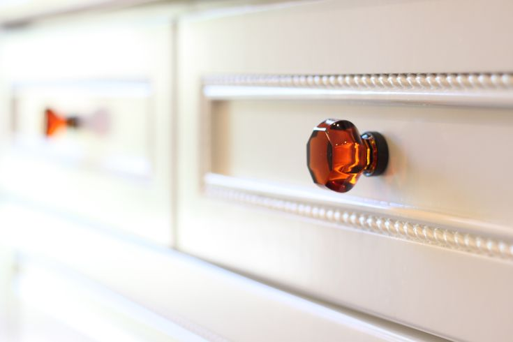 Amber kitchen cabinet knobs So pretty!  Dream House  Pinterest