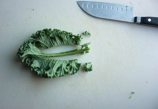 Snack Recipe: Cheesy Yet Vegan Kale Chips