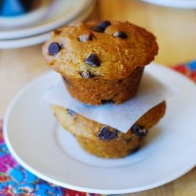 Pumpkin chocolate chip muffins: combining banana bread + chocolate ...