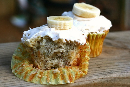 banana cupcakes with cinnamon honey frosting from honey and jam