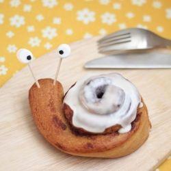"""Snail"" cinnamon roll fun for breakfast ~ adorable!"