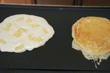 Pineapple Upside Down Pancakes with Vanilla Créme Sauce (copycat ...