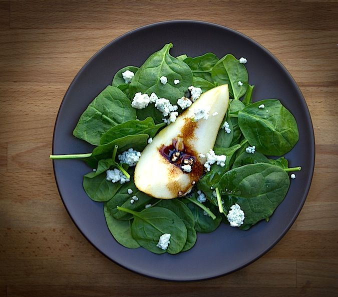 Pear and spinach salad. You know what? This looks absolutely simple ...