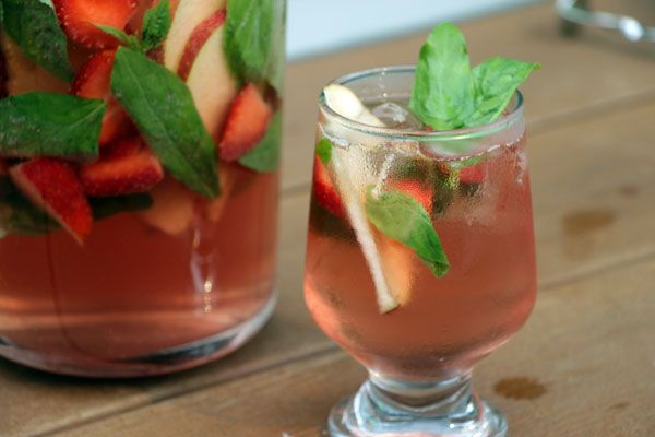 White Zinfandel strawberry sangria | YUMMY - Drinks, Budget Wines | P ...